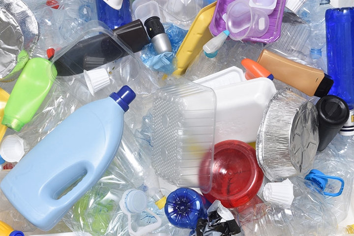 Debate: Should we ban single-use plastic?