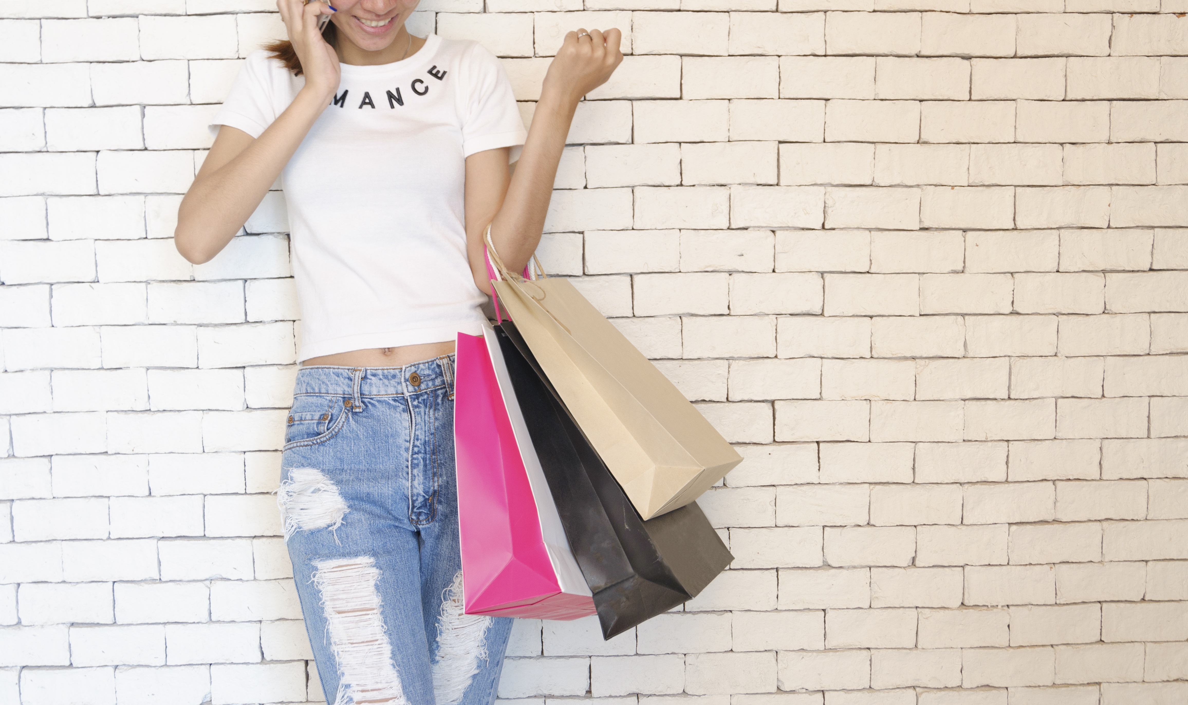 image oh women with shopping